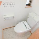 トイレは2か所あり便利です(内装)