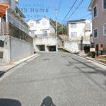 道路の幅は約6mでお車の通行や車庫入れも安心です(周辺)